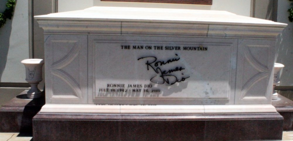 Ronnie_James_Dio_Tomb