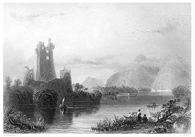 Engraving by William Henry Bartlett (public domain). View of Lough Leane dotted with a few boats as the ruins of Ross castle can be seen in the background, together with mountains a little farther in the distance.