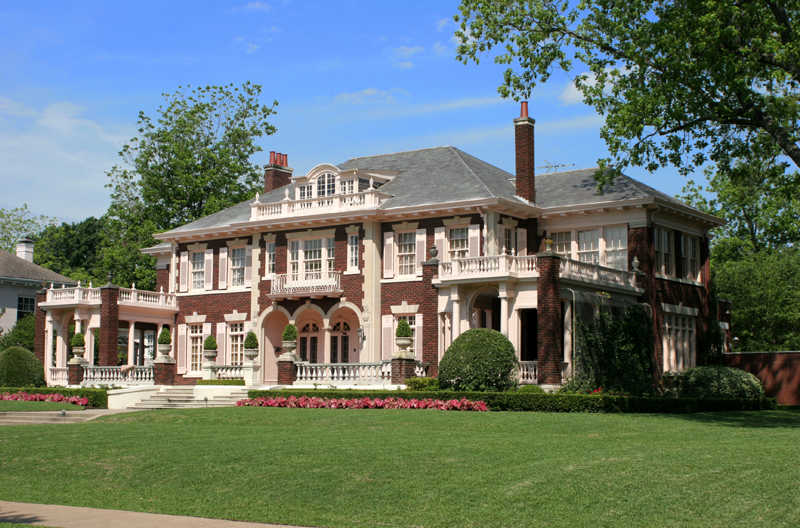 An exterior view of 5439 Swiss Avenue, an older mansion from the very early 20th century.